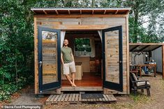 Ultra-Simple And Extra Small Tiny House With Outdoor Kitchen And Bathroom Built For Under 1500 Ultra-Simple And Extra Small Tiny House With Outdoor Kitchen And Bathroom Built For Under 1500 Tiredbee Tiny House Blog, Small Tiny House, Building A Tiny House, Tiny House Design, Backyard Office, Backyard Studio, Backyard Sheds, Garden Office, Tiny House Movement