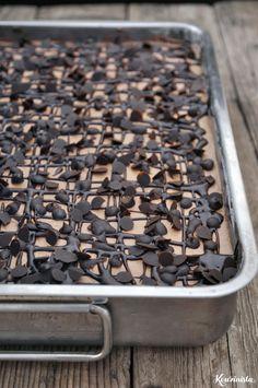 Τρυπάτο σοκολατένιο κέικ ψυγείου / Chocolate poke cake The Kitchen Food Network, Greek Recipes, Food Network Recipes, How To Dry Basil, Cupcake Cakes, Cupcakes, Herbs, Sweets, Chocolate