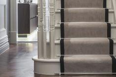9 Essential Touches For Classy Home Interior Design Luxury Interior Design, Interior Design Inspiration, Design Ideas, Classic Interior, Victorian Hallway, Interior Stairs, Carpet Stairs, Hallway Decorating, Sisal