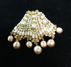 BROOCH APPEARS TO HAVE NEVER BEEN WORN. THIS EXQUISITE BROOCH HAS MUTIPLE SIZES OF STUNNING BAROQUE PEARLS SET AMONGST INTRICATE GOLD FILIGREE. SEVEN BAROQUE PEARLS HANG FROM THE BOTTOM OF THE BROOCH AND ARE IN EXCELLENT CONDITION. | eBay!