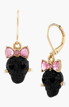 Love these Betsey Johnson Bow Lace Skull Drop Earrings!☺️