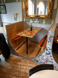 How fun is this? The seats are re-purposed old skateboards! O que falar dessa mesa do bar em Londres? Skateboard Decor, Skateboard Furniture, Skateboard Design, Skateboard Fashion, Skateboard Parts, Skateboard Wheels, Dining Booth, Decoration Inspiration, My Room