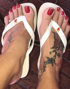 Pretty Hands, Pretty Toes, Feet Soles, Women's Feet, Men Nail Polish, Beautiful Toes, Cute Toes, Foot Toe, Sexy Toes