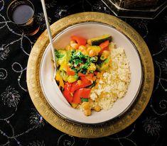 Obwohl in Marokko bereits das Wetter heiss ist, darf es auch auf dem Teller ruhig heiss werden, wie das Nationalgericht beweist. Harissa, Curry, Risotto, Couscous, Low Carb, Rice, Cooking, Ethnic Recipes, Teller