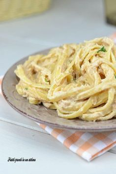 New pasta carbonara recipe easy ideas Pasta Carbonara, Easy Carbonara Recipe, Fish Recipes, Pasta Recipes, Cooking Recipes, Recipe Pasta, Linguine, Salty Foods, Italy Food