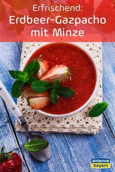 Rezept für eine erfrischende kalte Suppe aus Erdbeeren mit Minze. Suppe im Sommer? Na klar! Und zwar eine kalte Suppe, auch Gazpacho genannt. Die erfrischt so richtig, Minze passt perfekt dazu. Gleich mal ausprobieren, ihr braucht auch gar nicht viele Zutaten! #erdbeeren #erdbeerrezepte #gazpacho #kaltesuppe #rezept Gazpacho, Food Blogs, Salsa, Mad, Mexican, Ethnic Recipes, Finger Food, Cooking, Blood Types
