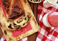 Desirvientadas: Yeasted White Chocolate Coffee Cake
