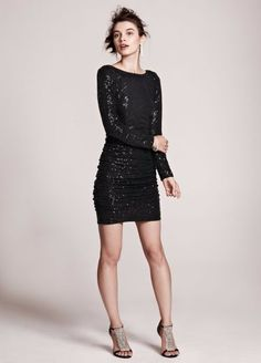 AQUA COLLECTION. Long Sleeve All Over Sequin Dress. Taille 42 $199. REF 2149/42.