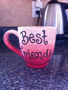 Friends mug Pottery Painting Designs, Paint Designs, Painted Pottery, Friend Mugs, Presents For Friends, Tableware, Ideas, Gifts For Friends, Dinnerware