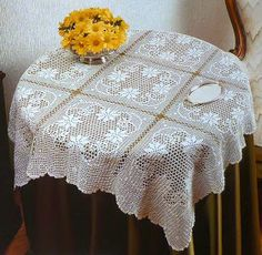 O) Filet crochet table cloth with free pattern chart Filet Crochet, Crochet Motifs, Crochet Art, Crochet Home, Thread Crochet, Crochet Crafts, Crochet Doilies, Crochet Tablecloth Pattern, Crochet Bedspread