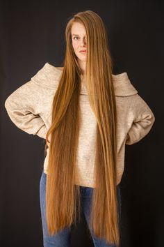 Really Long Hair, Long Red Hair, Rapunzel Hair, Hair Photography, Beautiful Long Hair, Layered Cuts, Female Images, Healthy Hair, Her Hair