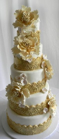 gold and white cake love the lace needs better smaller flowers