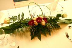 Blomar på eit festbord Christmas Wreaths, Holiday Decor, Wedding, Home Decor, Valentines Day Weddings, Decoration Home, Room Decor, Weddings, Interior Design