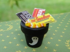HALLOWEEN:   Dollhouse Miniatures ~ Halloween Trick or Treat Candy in Black Pot w/ Ghost Boo!