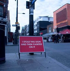 Entre street art et ironie, voici lesdernières créations du street artistMOBSTR, basé à Londres, qui continue de répandre sur les murs ses messages dé