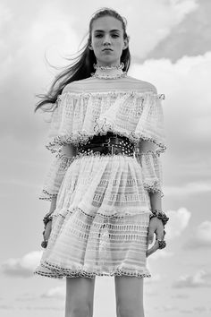 #AlexanderMcQueen  #fashion  #Koshchenets Alexander McQueen Resort 2017 Collection Photos - Vogue