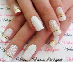 Unhas Decoradas BR Unhas Decoradas Brancas com Dourado Cute Nails, Pretty Nails, Hair And Nails, My Nails, Uñas Diy, Diy Entertainment Center, Nails Inc, Dog Snacks, Cookies Et Biscuits