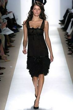 See the complete Oscar de la Renta Fall 2004 Ready-to-Wear collection.