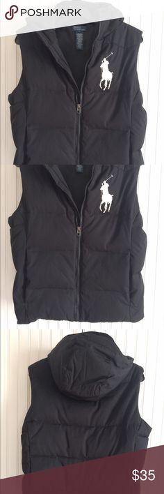 POLO RALPH LAUREN BOYS  BLACK HOODED PUFFER VEST L THIS IS A BLACK, DOWN FILLED PUFFER JACKET. THE JACKET IS VERY GOOD CONDITION.  THE ARE SOME SIGNS OF WEAR ON THE PONY(SOME DARKER AREAS).   