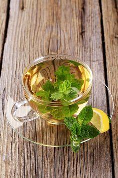 lemon and mint tisane. I am seduced forever. Thai Coffee, Chicken Souvlaki, Apple Chips, Mint Tea, Fresh Mint Leaves, Health Advice, Non Alcoholic, Alternative Medicine, Herbalism