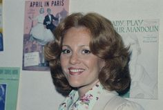 Madeline Kahn at the offices of ASCAP in New York, 1973 Female Comedians, Funny Comedians, Celebrity Deaths, Celebrity List, Madeline Kahn, Queens Of Comedy, Young Frankenstein, Today In History, Music Promotion