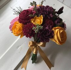 Work with us to create the perfect wooden sola flower bouquet for a gift, your home or your wedding! A wooden flower bouquet will be handmade and hand-dyed to showcase a beautiful arrangement of your choice of colored flowers and scent! This listing allows for custom colors (matching