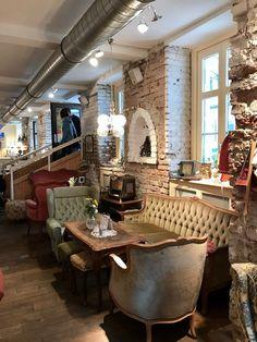 Wien Tipps für Mama und Kind_Vollpension Restaurant Bar, Restaurant Concept, Restaurant Design, Cafeteria Vintage, Vintage Cafe Design, Vintage Bar, Vintage Chairs, Café Design, Design Studio