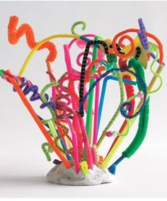 Need a way to spend the afternoon with the kids? Make a sculpture! http://www.rewards4mom.com/silly-crafts-delight-kids/