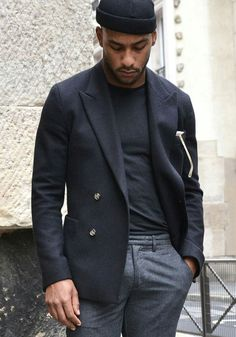 Business casual combo with a black double breasted blazer black beanie black shirt gray trousers. model unknown (french influencer I think) Estilo Hipster, Style Masculin, Look Street Style, Outfits Hombre, Mens Fashion Blog, Men's Fashion, Casual Outfits, Fashion Outfits, Well Dressed Men