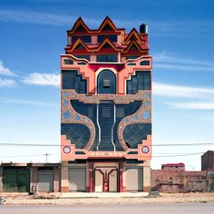 """Bolivian architect Freddy Mamani is aiming to imbue culture, colour and personality into the """"monochrome"""" city of El Alto. Unusual Buildings, Colourful Buildings, Amazing Buildings, Art Et Architecture, Amazing Architecture, Architecture Details, Bolivia, Fondation Cartier, Building Art"""