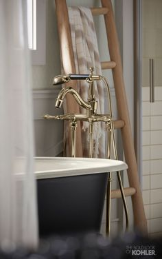 The Finial Traditional floor-mount bath filler reflects the vintage style of the claw-foot bath.