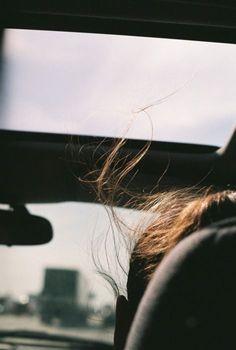 Te desejo coragem pra desistir, coragem pra deixar ir, deixar pra trás o que só machuca. Coragem pra parar de insistir no erro. Nem sempre o último a cair é o mais forte. O mais forte é o que leva rasteira, levanta e segue sua vida sabendo que honrou seu compromisso de lutar pelo que amou. Levanta e desiste. Levanta e se recusa a sacrificar seu amor-próprio por amor a qualquer pessoa.