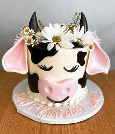 Cow Birthday Cake, Cow Birthday Parties, Themed Birthday Cakes, Themed Cakes, 2nd Birthday, Cow Cakes, Cupcake Cakes, Cake Designs Images, Farm Cake