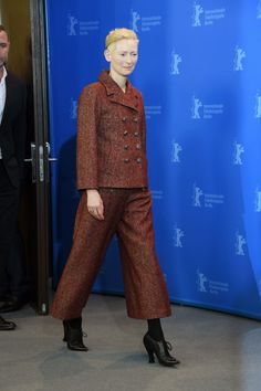 "Liev Schreiber, Tilda Swinton and Jeff Goldblum at the ""Isle of Dogs"" Photocall at the Berlin Film Festival High Fashion Outfits, Tomboy Fashion, Fashion Ideas, Tomboy Style, Women's Fashion, Tweed, Berlin Film Festival, Look Star, Celebrity Style Inspiration"