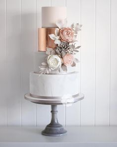 Elegant Wedding Anniversary Cake Toppers to Adorn the Centerpiece New autumn class. come and learn how to make this wedding cake. I will teach you how to achieve sharp edges, apply metallic leaf, lustre,… marinagalleryfine… Elegant Wedding Cakes, Beautiful Wedding Cakes, Wedding Cake Designs, Beautiful Cakes, Trendy Wedding, Wedding Cake Square, Copper Wedding Cake, Bronze Wedding, 50th Wedding Anniversary Cakes