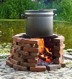 Outdoor fire pits will give you hope. They are a great addition to your backyard and a cozy place for enjoying your outdoor life. Outdoor Stove, Outdoor Fire, Outdoor Decor, Inspire Me Home Decor, Fire Cooking, Outdoor Cooking, Outdoor Projects, Garden Projects, Outdoor Kocher