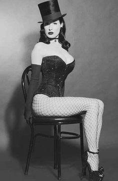 The Burlesque queen Dita Von Teese Burlesque Vintage, Cabaret Vintage, Dita Von Teese Burlesque, Dita Von Teese Style, Dita Von Teese Lingerie, Pin Up Lingerie, Cabello Pin Up, Dark Fashion, Burlesque