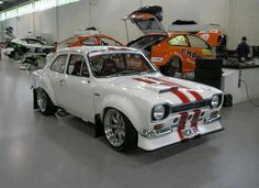 Classic Ford racing workshop. Very clean!!