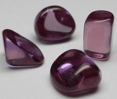 Alexandrite heals the central nervous system. Harmonises the co-operation of the organs, especially the spleen, stomach and pancreas. Also works especially well in leukaemia cases. Alexandrite attracts good luck. Also used in love spells.