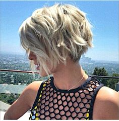 Short bob beach waves