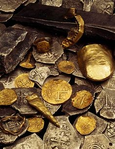 """Pirate Treasure from the ship Whydah Gally - the first verifiable pirate ship discovered in the United States. Pirate Captain """"Black Sam"""" Bellamy and his crew captured the Whydah in Landsknecht, Pirate Treasure, Buried Treasure, Treasure Hunting, Finding Treasure, Treasure Planet, Pirate Life, Pirate Woman, Pirate Queen"""