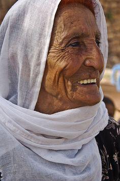 Old kurdish woman (Izla Kaya Bardavid) Tags: old portrait woman color smile face smiling lady rural turkey happy photo village muslim oldpeople mesopotamia turabdin southeastturkey arbaye We Are The World, People Around The World, Just Smile, Smile Face, Beautiful Smile, Beautiful People, Old Faces, Portraits, All Smiles