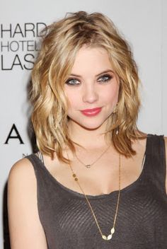 2013 Wavy Medium Haircut For Women