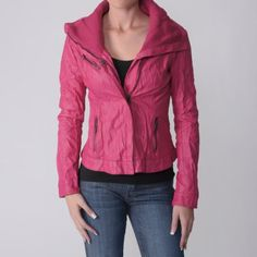 WANT this jacket! <3