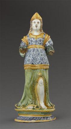 Musée d'Ecouen. Statuette: femme debout. ECL7588. Italie (origine) Faïence. Ht: 0.35.