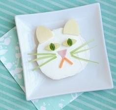 Cute Lunch Idea: A Quick and Easy Kitty Bagel « Canadian Family Preschool Set Up, Preschool Snacks, Tostadas, Cute Food, Good Food, Yummy Food, Cute Kids Snacks, Food Art For Kids, Bento Recipes