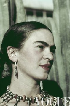 Frida Kahlo was a predominant Hispanic artist and these photos showcase her style. I wonder if her style went along with the style of her time and location. Diego Rivera, Frida E Diego, Frida Art, Natalie Clifford Barney, Frida Kahlo Pictures, Hispanic Heritage, Mexican Artists, Portraits, Great Artists