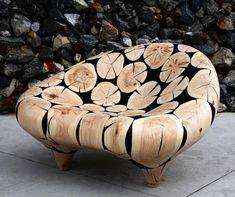 houten-decoratieve-sculpturen-4 Uit boomstammen die hij in de natuur vindt maakt de Koreaanse kunstenaar Jae Lee Hyo deze houten sculpturen. Door de stukken hout uitgebreid te slijpen en te polijsten krijgen ze uiteindelijk deze glans.