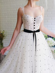 Details - Beige color with black dots - Tulle fabric - Buttoned and a black velvet belt - A-line style - For special occasions Elegant Dresses For Women, Simple Dresses, Pretty Dresses, Party Fashion, Fashion Outfits, 40s Fashion, College Fashion, Style Fashion, Fashion Jewelry