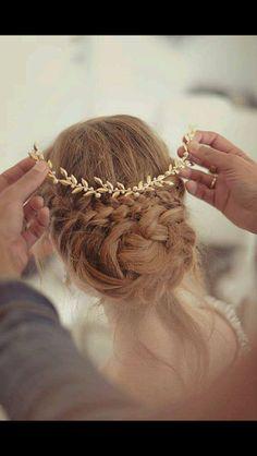 A laurel crown for Laura!